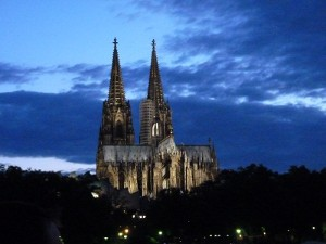 Kölner Dom by night